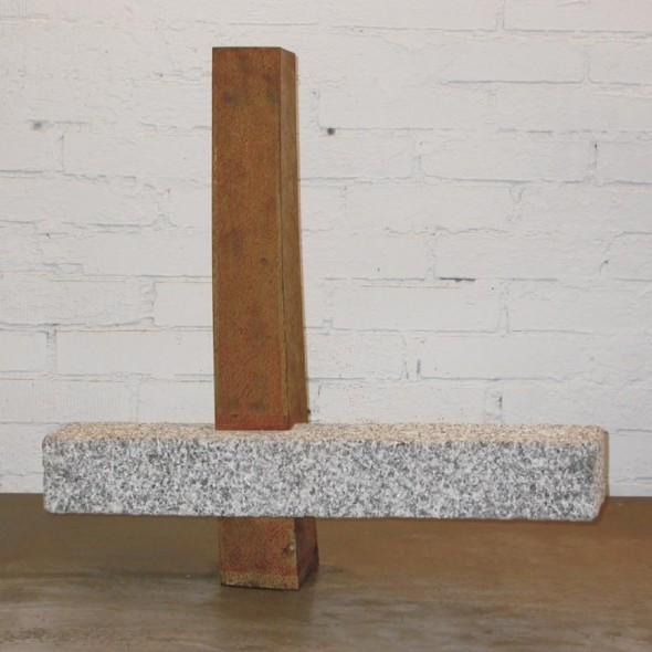 Kreuzstele Granit, Cor Ten Stahl, 68 69 23 cm, 2007
