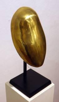 Femme Galet masque bronze poli sur socle,1983