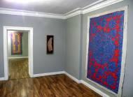 Gemälde mixed media, blau auf rot 242 x 167 cm & mixed media auf Leinwand, 3-fach bemalt  mit bemalter Holzleiste 200 x 113 cm
