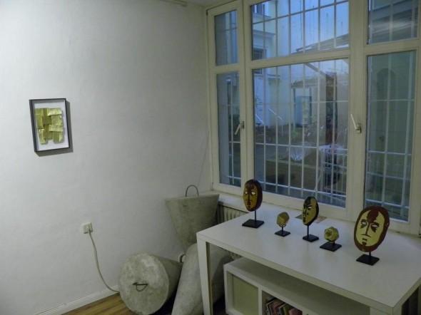 Bruno de Panafieu Masken Experimental Cactus Bronze, 10 x 10 x 10cm, 2010 und Pavage marocain 2 papier doré, 25 x 40 cm, 2012