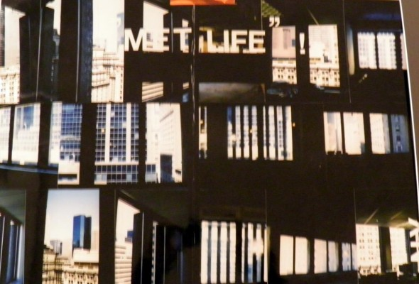 "Isa Genzken ""MET LIFE"" ! Kodak Professional C-Print, 43 x 59,5cm num. 28/30 e.a., 1996, Signed on the back"