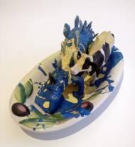 Isa Genzken Skulptur, ovale Porzellanschale, Platelinfiguren, Farbe, 25x12cm,signiert
